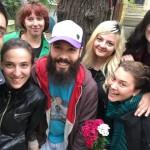 Razvan et volontaires en Roumanie